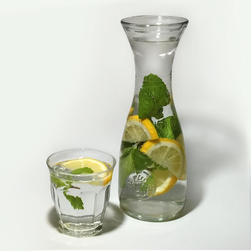 Water met een smaakje: citroen en munt
